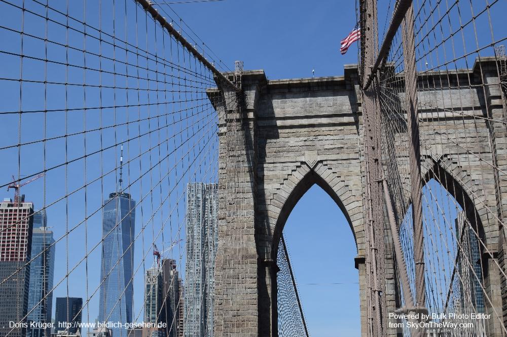 Blick auf Lower Manhattan von der Brooklyn Bridge
