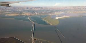 USA: Anflug auf San Francisco mit Blick auf Dumbarton Bridge