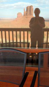 Selfie im Fenster unserer Unterkunft
